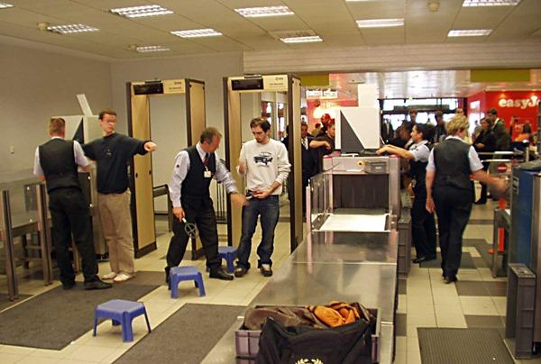 Вневедомственной охране аэропортов выдадут оружие