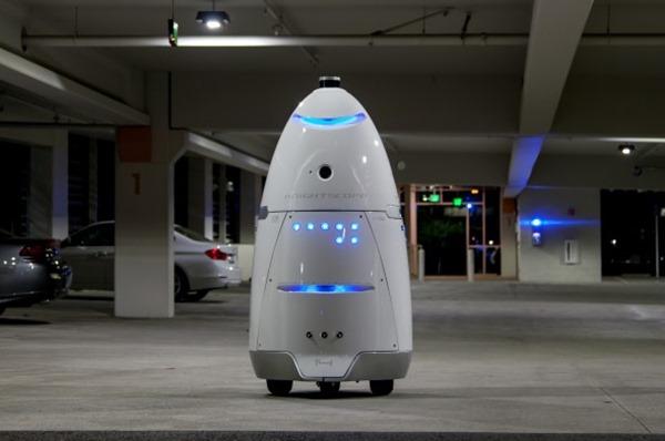 Американцы привлекли робота к охране торгового центра