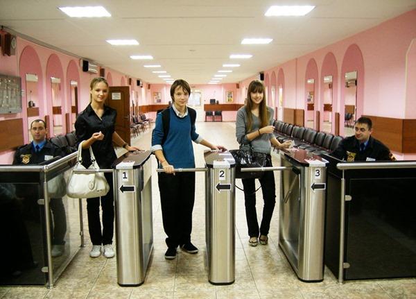 В Петербурге проверили безопасность школ